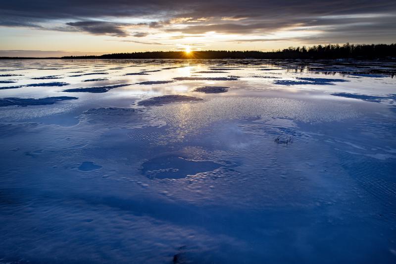 Jäillä tulee noudattaa erityistä varovaisuutta tai jäädä kokonaan rannalle.