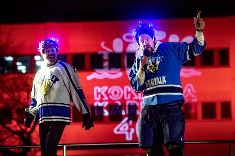 Halkokarin Haukat nousivat lavalle lasten uudenvuodentapahtumassa. Kuvassa yhtyeestä Teemu Haapaniemi ja Sami Kallvikbacka.
