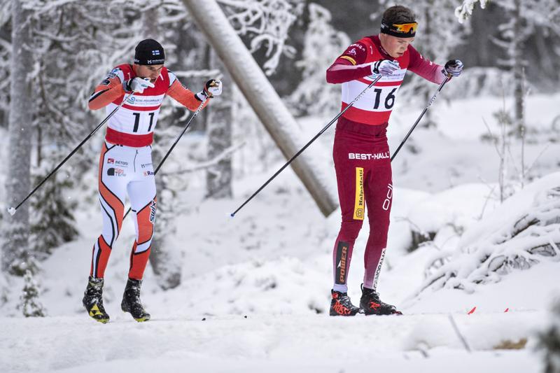 Kokkolan Juuso Haaralan (oik.) ja Pietarsaaren Victor Mäenpään menoa vuosi sitten maakuntaviestissä.