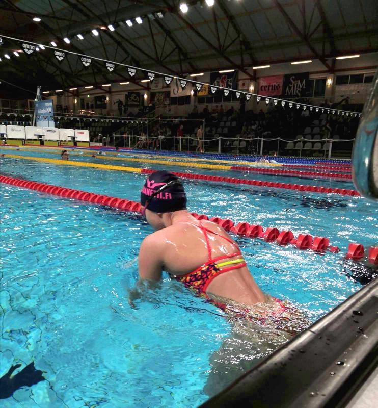 Nivalan Saukkojen uimari oli pitkästä aikaa mukana Ikäkausimestaruusuinneissa eli 13-16-vuotiaiden SM-kisoissa, kun Tiia Mielonen kauhoi 13:nneksi sekä 100 että 200 metrin selkäuinnissa. Saukkojen 12 uimarin kilparyhmä on muutenkin kovassa nosteessa.