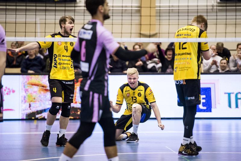 Tiikereiden Anton Välimaa (vas.), Jiri Hänninen ja Oskari Keskinen saivat lopulta juhlia kotivoittoa.