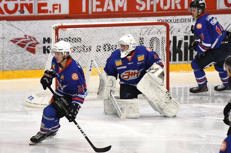 JHT:n maalilla kiekkoja pysäyttänyt Niko Palsola joutui antautumaan Porissa neljästi. Torjuntoja raumalaislähtöiselle Kärppä-kasvatille kertyi ottelussa 37. Maalinedustaa puolustava Eetu Tervala vastasi kalajokisten avausmaalista.