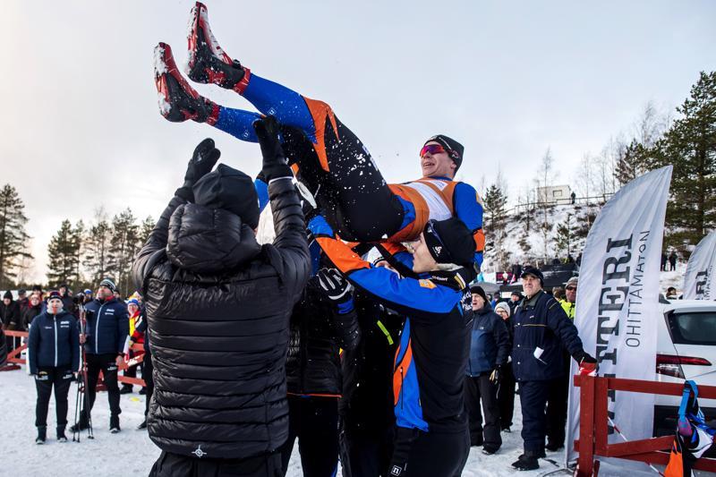 Ankkuri ylös. Kalajoen ankkuri Juho Nikula pääsi perinteiseen käsittelyyn kisan jälkeen.