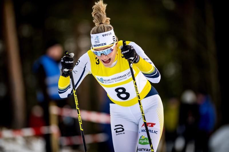 Julia Häger kilpaili sunnuntaina Norjassa ja maanantaina maakuntaviestissä Nivalassa, vaikka lentojen kanssa olikin pieniä ongelmia.