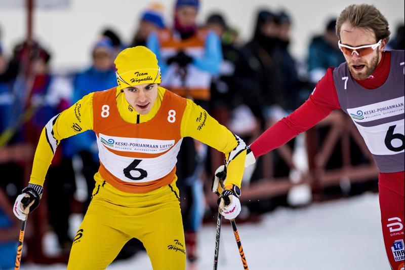 Oscar Högnabba lähti ankkuriosuudelle hyvistä asemista Hugo Karlströmin tehtyä hyvää työtä seitsemännellä osuudella.