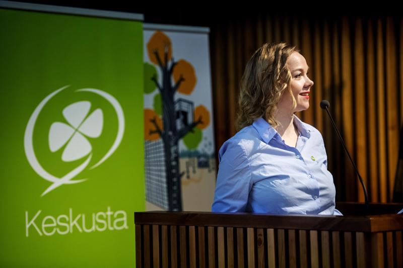 Minne menet keskusta? Puheenjohtaja Katri Kulmuni puoluevaltuuston kokouksessa Kalajoella marraskuussa.