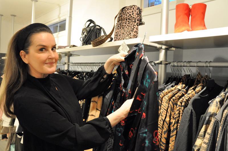 Camilla Aurén-Raatikainen uskoo yksilöllisen vaatteen pysyvän mieluisana pitkään. – Se istuu hyvin kestävän kehityksen ajatukseen.