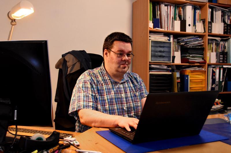Janne Mäkisen rivitaloasunto Kotisuontiellä on ollut myös hänen toimistonsa vuodet, jotka hän työskenteli eduskunta-avustajana