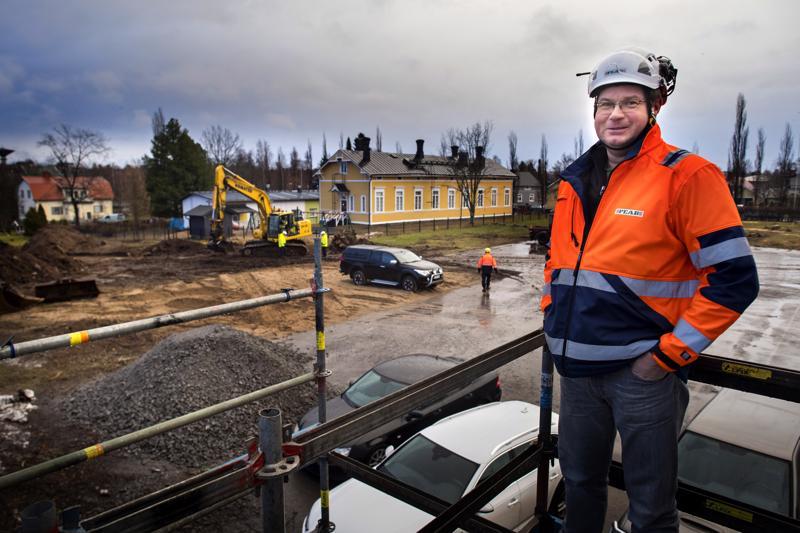 Kokkolan paloaseman rakennushankkeen vastaavana mestarina on Roger Sundqvist rakennusyhtiö Peabista.