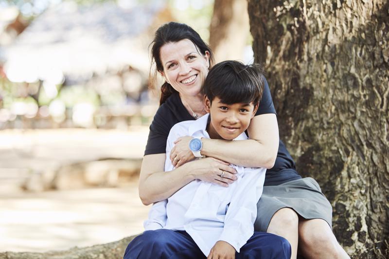 Ujo mutta reipas. Seija Pöyhtäri-Keränen Himangalta matkusti Kambodzaan tapaamaan 11-vuotiasta kummipoikaansa ja oppi paljon muuta alueella tehtävästä kehitysyhteistyöstä.
