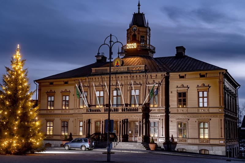 Pietarsaaren Raatihuonetta on kunnostettu viiden vuoden ajan. Kunnostustyöt saatetaan päätökseen talven aikana.