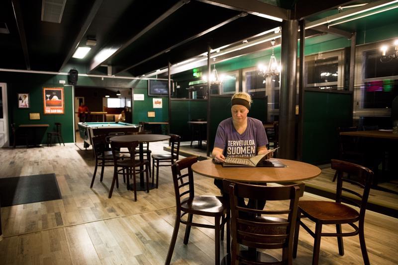 Ravintolapäällikkö Johanna Salmela on ollut luomassa uutta ruokalistaa. Ravintolan yleisilme on pistetty sekin uusiksi.