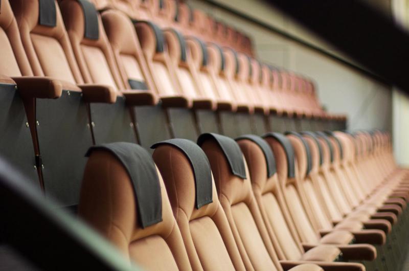 Tuiskulan elokuvateatterin penkeillä katsotaan nyt myös Disneyn elokuvia.