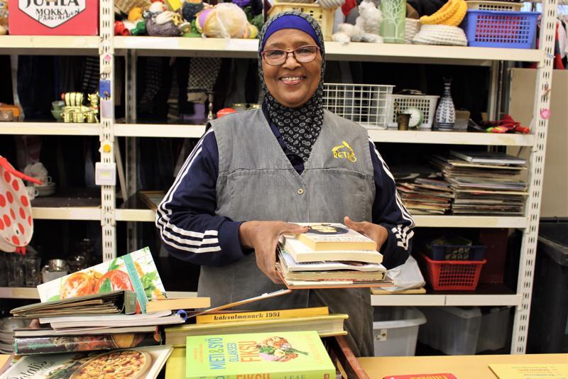 Somaliasta Suomeen muuttanut Asli Yusuf on opiskellut suomen kieltä ja on mukana kuntouttavassa työtoiminnassa Kokkotyö-säätiöllä Pietarsaaressa.