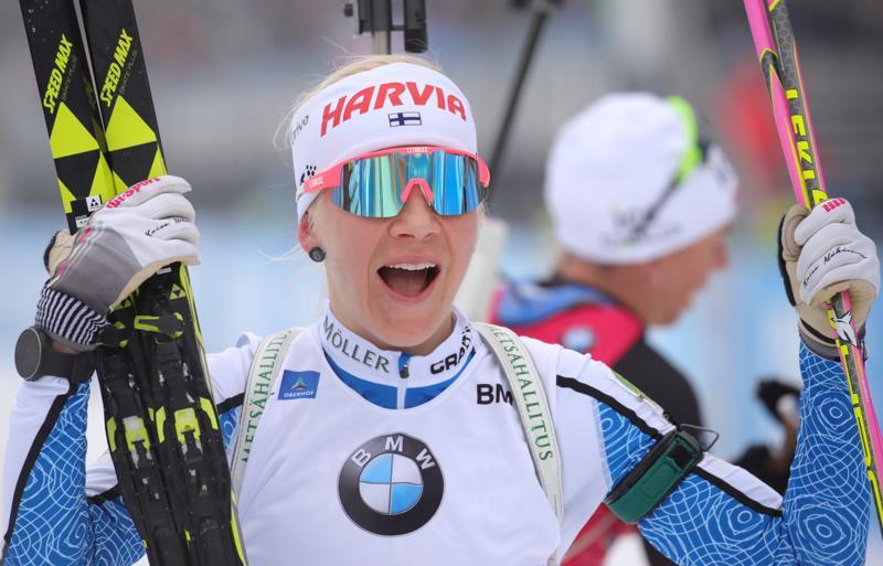 Kaisa Mäkäräinen pääsi pitkästä aikaa tuulettamaan voittoa maailmancupissa.