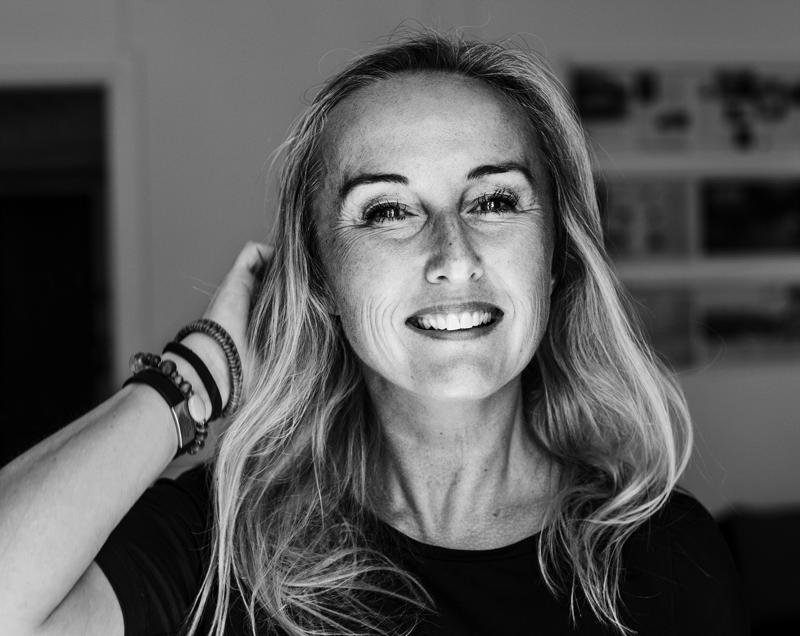 Lääketiedetoimittaja Katarina Wilk kertoo uudessa kirjassaan, että erilaisia esivaihdevuosiin viittaavia oireita unettomuudesta kolotuksiin voi olla jo 40-vuotiailla.