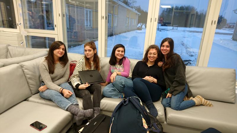 Perhon lukion tämän lukuvuoden vaihto-oppilaat: Emily Alagia ITA, Annalisa Caporali ITA, Juliana Wong BRA, Esra Dinç TUR, Victoria Arriaga Borja MEX. Emily ja Juliana ovat jo palanneet kotimaihinsa.