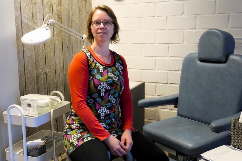 Katja Tuunanen on aloittanut Jalkojenhoitola JalanJäljen uutena yrittäjänä.
