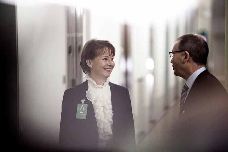 Valtakunnansyyttäjä Raija Toiviainen ja apulaisvaltakunnansyyttäjä Jukka Rappe olivat perustuslakivaliokunnan kuultavana.