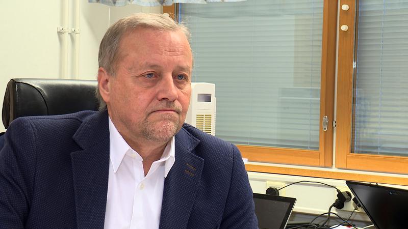 Kunnanjohtaja Arto Alpia laskee, että hoitajien yli 5 prosentin palkankorotukset nostaisivat Kaustisen veroprosenttia 1,5 prosentilla.