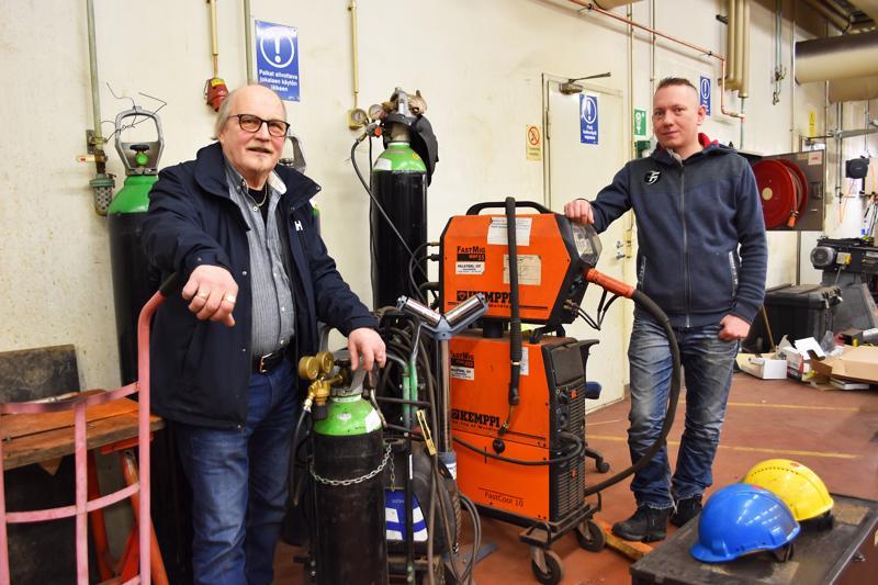 Palsteel Oy:n perustaja Teuvo Mustanoja ja CT Industrialin toimitusjohtaja Mikko Lehtonen kertovat, että yrityskauppaa valmisteltiin reilu vuosi. Teuvolle tärkeää oli, että yritys säilyy haapavetisissä käsissä ja työntekijöillä hommat jatkuvat.
