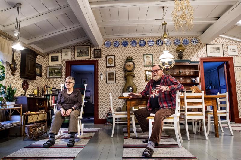 Eliisa ja Hannu Wähä-Verkkomäki eivät olisi ostaneet ja kunnostaneet kodikseen vanhaa taloa Rautilasta, jos olisivat tienneet että ympäristöön saattaa nousta tuulivoimaloita.