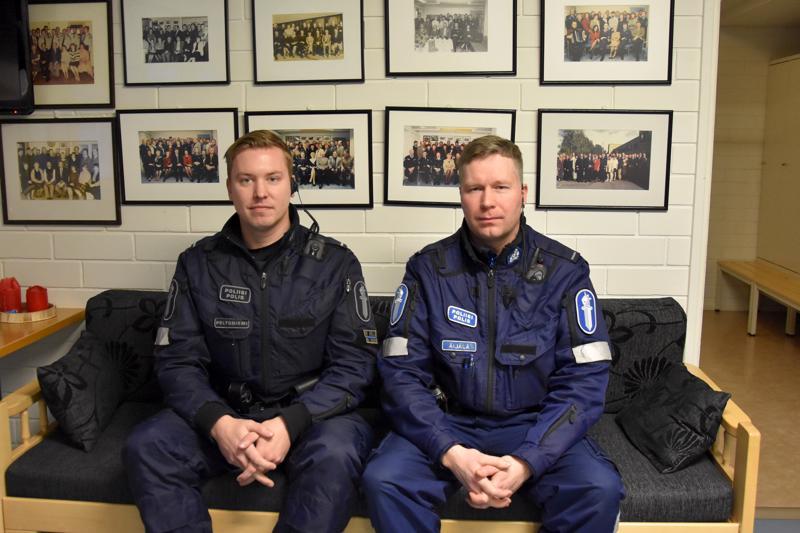 Viimeinen partiopari. Jimi Peltoniemi ja Pauli Äijälä olivat viimeiset poliisit, jotka lähtivät Kannuksesta partioimaan.