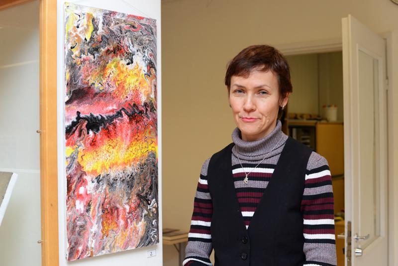 Laminaatille tehty värikäs, mielikuvitusta herättelevä teos on yksi Natalia Pikkaraisen omista suosikeista.