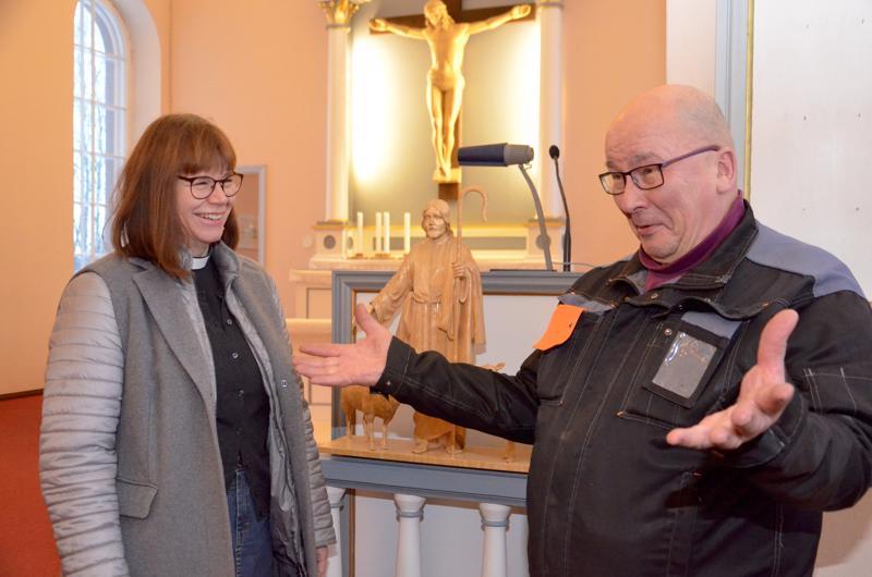 Vt. kirkkoherra Riitta Valtokari ja suntio Simo Kähtävä tuumivat, että toiminta-ympäristö seurakunnassa on hyvä. Vapaaehtoisten panos on toiminnassa on merkittävä.