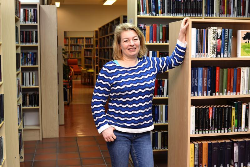 -Kirjastomme on hiukan sokkeloinen, mutta hyvin me sen kanssa silti pärjäämme, Anita Aho kertoo.