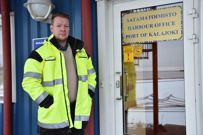 Vt. toimitusjohtaja Petri Nikupeterin mukaan Kalajoen sataman liikenne on edelleen kasvussa, vaikka ennätyslukemiin ei viime vuonna päästy.