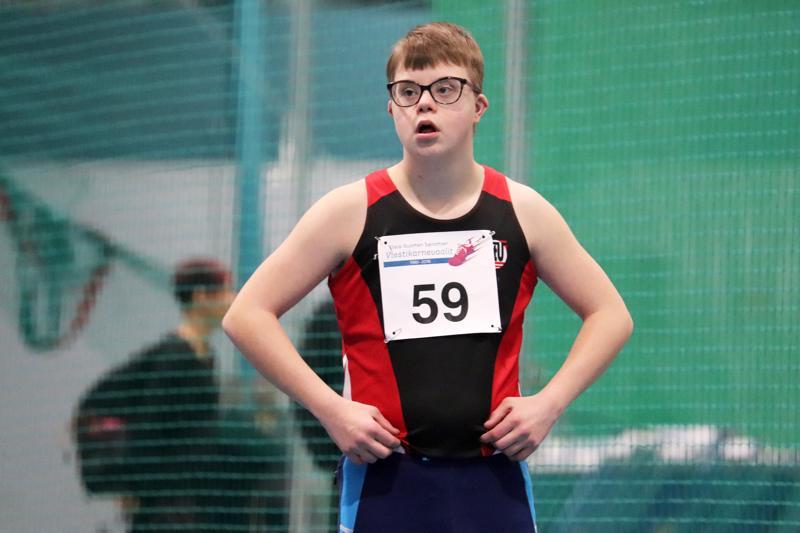 Vetelin Urheilijoiden Elmeri Siirilä voitti kolme mitalia SM-halleista.