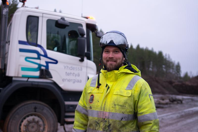 Antti Pohjola työskentelee Kokkolan Energian verkostoasentajana. -Pidän työssäni siitä, että saan työpäivien aikana liikuntaa, ja askeleita kertyy usein 5-6 kilometrin matkan verran, hän toteaa.