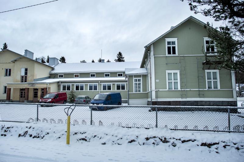 Vitsarin koulu on rakennettu vuonna 1884. Sitä on laajennettu vuonna 1975. Nyt se menee myyntiin.
