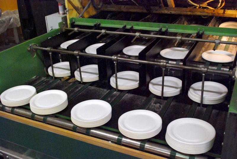 Teerijärvellä kotipaikkaansa pitävä Mini-Maid valmistaa vuodessa miljardi paperilautasta. Tuotannon kasvua ennakoiden yhtiö osti Vetelistä hallitilaa varastoksi.