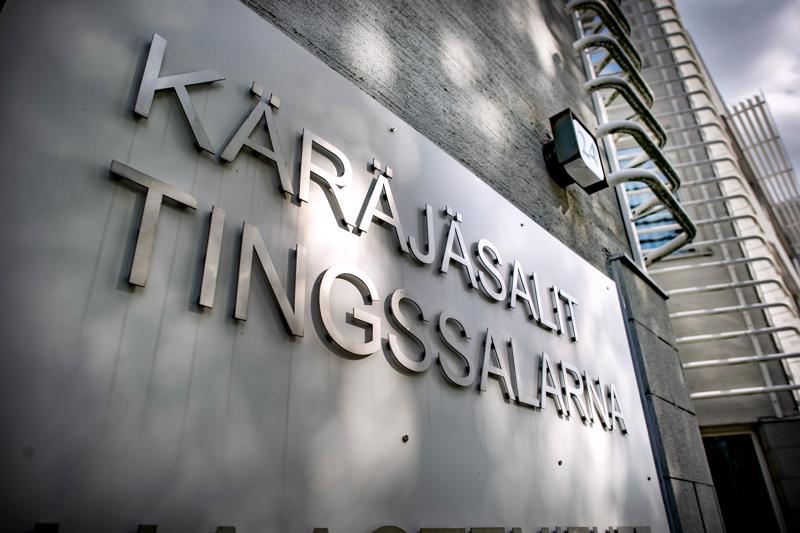 Syyttäjän mukaan miehet yrittivät pestä Toholammille ja Helsinkiin rekisteröityjen yritysten avulla rikoksella hankittua rahaa, yhteensä noin 4,3 miljoonan arvosta.