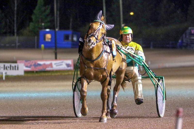 Elsa Kanalan omistama Jetsu on tuttu näky voittajaesittelyssä. Teivon ykkössija oli uran 16.