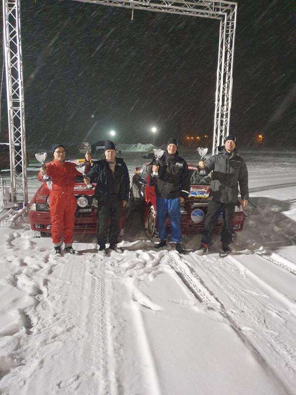 Vasemmalta Esa Karjalainen (Kajaani) ja Heikki Hosionaho. sijoitus 3., sekä Matti Ahola ja Pauli Junttila, sijoitus 2. Luokka 20, Juniorit, ei nuotti 2WD yli 1600.