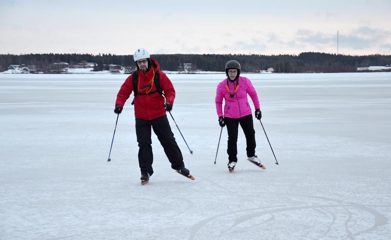 Retkiluistelu pidentää oulaistelaisten Jari ja Elina Hankosen hiihtokautta. Jäälle pääsee yleensä aikaisemmin kuin ladulle. Tämä talvi teki siinä asiassa tosin poikkeuksen.