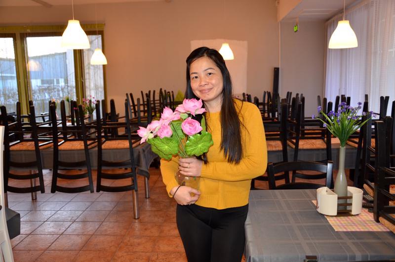 Kukat tärkeitä. Aon Korkasatin lempikukkia ovat lootukset.