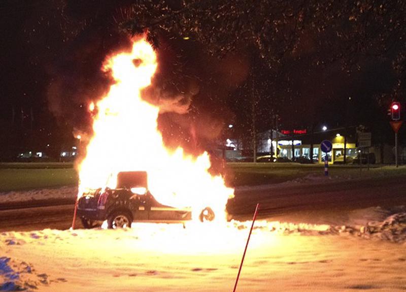 Mopoautojen tulipaloista uutisoidaan aina silloin tällöin. Ylivieskassa Savarissa mopoauto liekehti joulukuussa 2016.