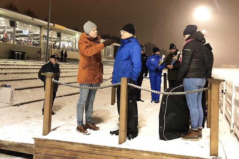 Sakari Peuraniemi vastaanotti Äimäraution tuotepalkinnon ja Lauri Hyvönen haastatteli Peuranimeä Toto-tv -lähetyksessä.