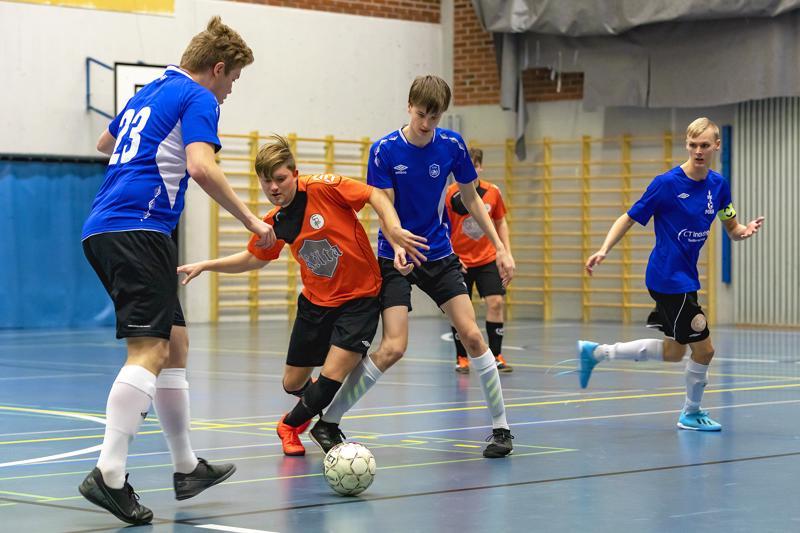 FC Folkin Santeri Pulli, Verneri Jauhiainen ja Miikka Koivu tekivät lauantainakin kaikkensa, mutta Sääripotku oli jälleen kerran liian liukasliikkeinen voitettavaksi.
