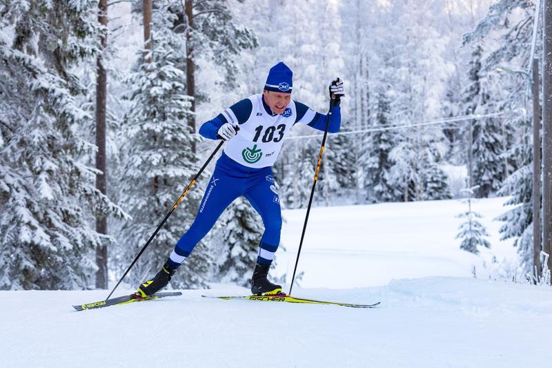 Jari Mäntylä innostui muutama vuosi sitten hiihdosta uudelleen ja hiihtää ikämiessarjassa tasaisia hiihtoja kisasta toiseen. Arkistokuva.
