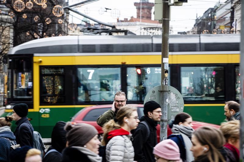 Kaupungin hälyssä Markku Toukola ei kuule tinnitustaan, mutta kuulokoje vahvistaa häiritsevästi liikenteen melua. Pää on kuin Haminan kaupunki, hän kuvailee.