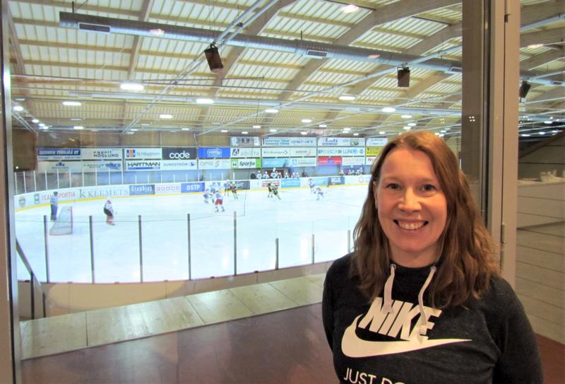 Sofia Winbergin kelpsi hymyillä, kun Jeppis Hockeyn C2-05 -juniorit pöllyttivät kauhavalaista Hels-Kiekkoa sunnuntaina maalein 9-6.