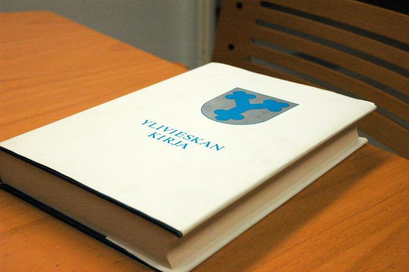 Ylivieskan Kirja valmistui 1981. Nyt kaupunki selvittää, millaista rahoitusta olisi mahdollista saada jatko-osan tekemiseen.