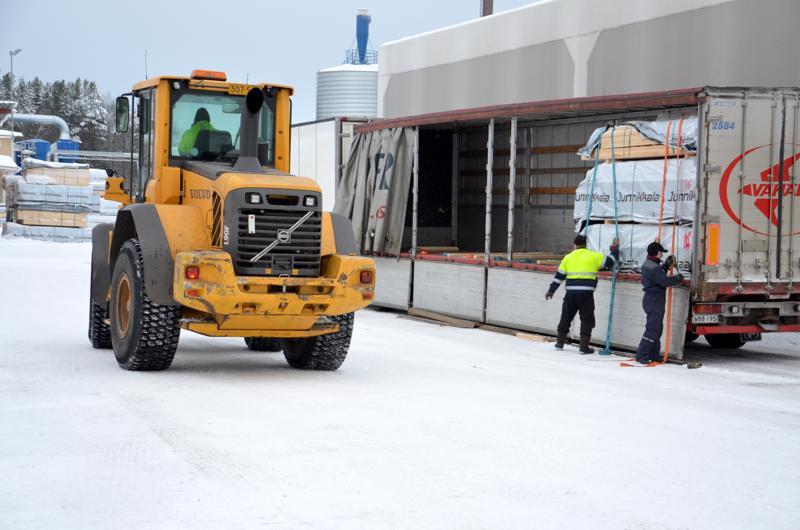 Teollisuusliitosta ärähdettiin tiistaina, kun muun muassa Kalajoella Junnikkala sahalla toiminta pyörii osin rikkurityövoimalla. Arkistokuva.