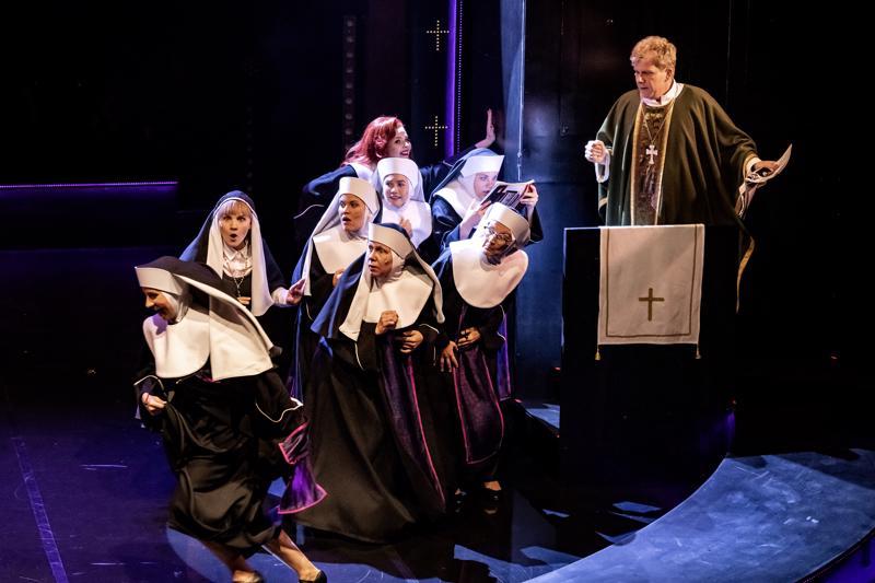 Nunnia ja konnia -musikaalista tuli yleisömenestys Kokkolan kaupunginteatterissa.