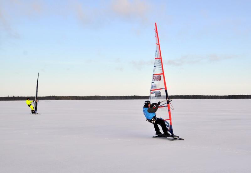 Lestillä luisti. Juha Mannermaa ja Feodor Gurvits testaamassa Lestin tuulia.
